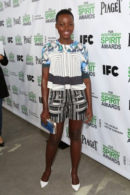 lupita-nyongo-2014-film-independent-filmmaker-grant-spirit-peter-pilotto-top-shorts-sophia-webster-pumps-anya-hindmarch-clutch-2